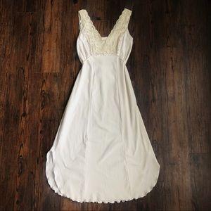 Vintage Cream Shabby Chic Cottagecore Lace Midi Nightgown